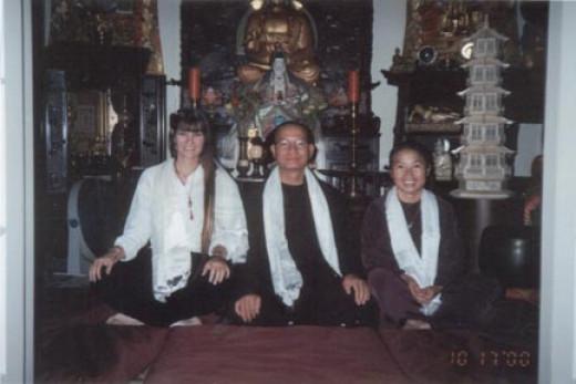 Venerable Thich Hanh Tuan ( center ) Anh Tuyet Le ( right ) Risha ( left )
