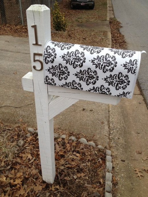 Modern vinyl decal mailbox. Where to get: http://www.etsy.com/listing/62501000/custom-mailbox-address-vinyl-decal-with