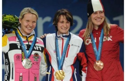 Kristina Groves skates to a Bronze Medal in Women's 3000m.