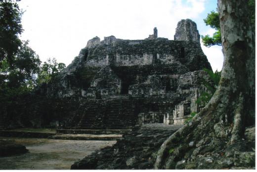 Entering Becán
