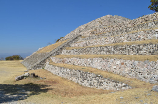 Around the side of the Gran pyramid. 2014