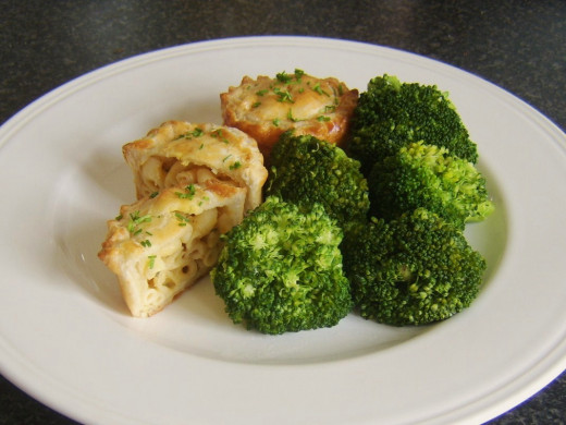 Macaroni Pies with Broccoli
