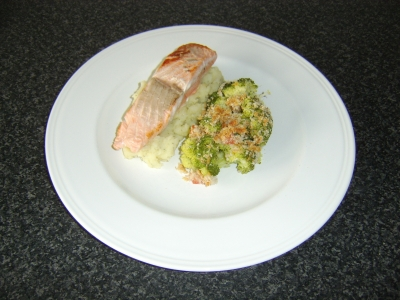Pan Fried Salmon Fillet with Cheese and Herb Crusted Broccoli and Garlic and Dill Mash