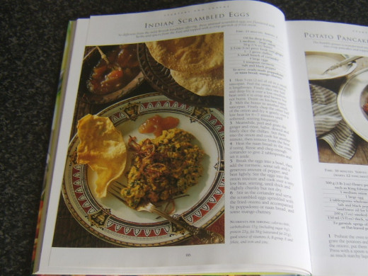 Curried egg scrambling recipe is depicted in a photograph and clearly and logically explained