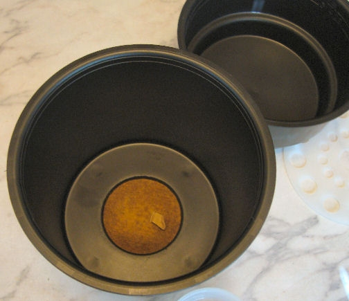 Then place the filter in the interior of the large bowl.