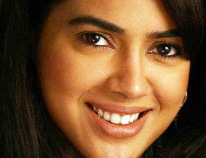 Sameera Reddy smiling