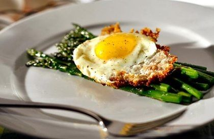Asparagus with bread crumb-fried eggs from latimes.com