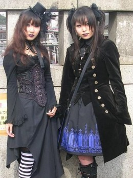 Elegant Gothic Lolitas (EGL) at Jingu Bridge