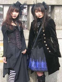 Elegant Gothic Lolitas (EGL) at Jingu Bridge