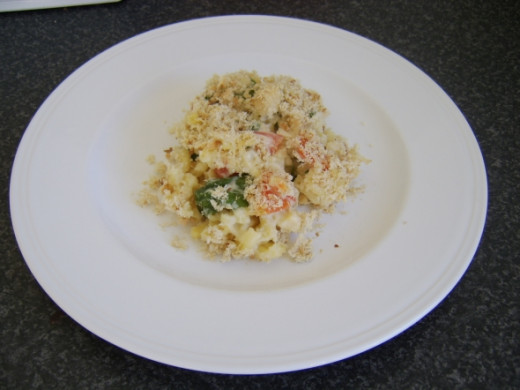 Macaroni Cheese with Spinach and Tomato