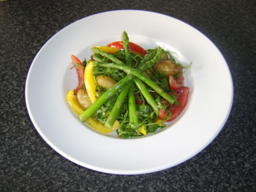 Mixed Salad with Asparagus Spears