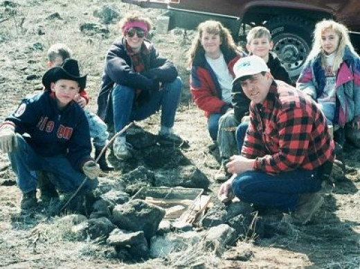 This is eldest married daughter and her husband..center..their two sons (small boys), middle daughter(Oregon)..the blonde is a family friend of the children..the youngest son (30 now) with the cowboy hat.