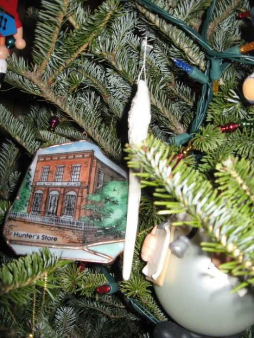 Stained glass ornament of old Hunters Store in Pendleton