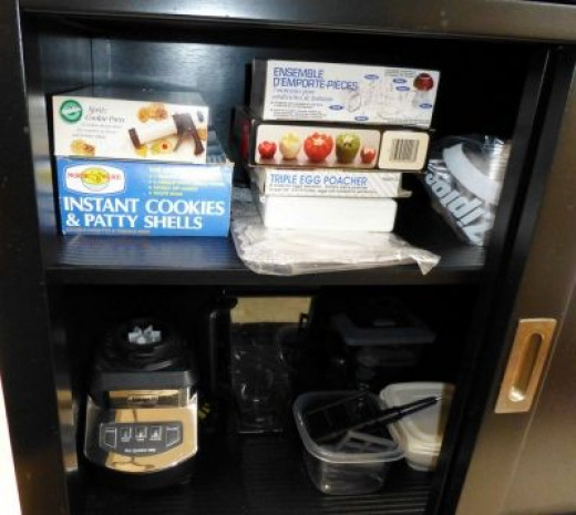 Roomy cabinets to organize small baking and kitchen essentials