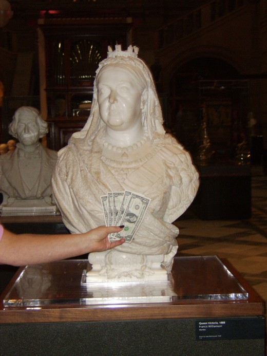 The Five Dollar Vacation Receives the Royal Seal of Approval from HM Queen Victoria at Kelvingrove Art Gallery and Museum