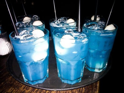 10 delicious blue curacao cocktails delishably. Black Bedroom Furniture Sets. Home Design Ideas