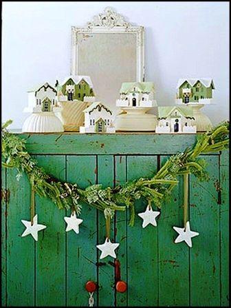 Green garlands and starts - simple but elegant design!