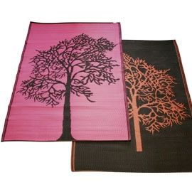 Give your porch or patio a splash of color with a reversible indoor/outdoor mat! Dirt and spills can be rinsed away, but this durable, polypropylene mat won't deteriorate like other woven mats. Mildew- and fade-resistant for outdoor use, but its appe