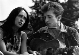 Folk musicians Joan Baez and Bob Dylan