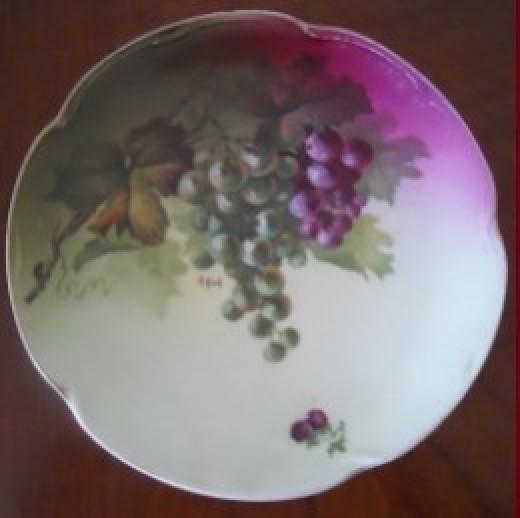 Jaegar & Company Plate in Grape Design
