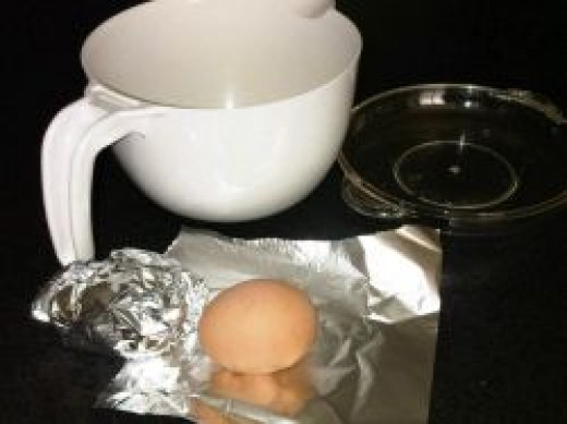 Boiling eggs in the microwave