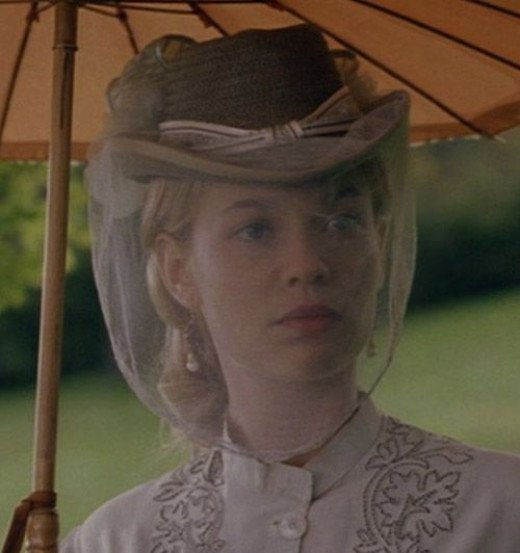 Samantha Mathis as Amy March