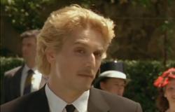 Vincent Elbaz as Phoebus