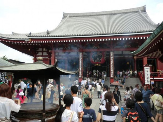 Passed the gate and into Senso-ji Temple, Tokyo, Japan