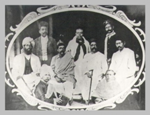 Sri Aurobindo with Tilak and other Nationalist leaders, 1907.