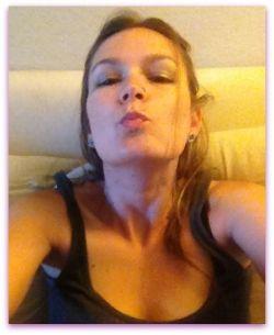 Gina Kisses for Ross