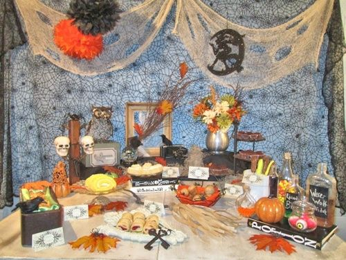Then I began adding all the food and the rest of the décor until I was happy with the outcome.