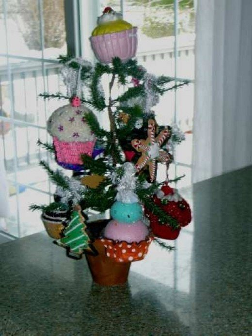 Everyone loves cupcakes... This cupcake tree, is very cute on my kitchen counter.