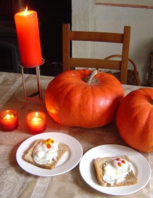 Halloween food treats - Ghosts on Toast