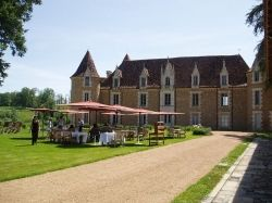 You could have your reception on the lawns in front of the chateau