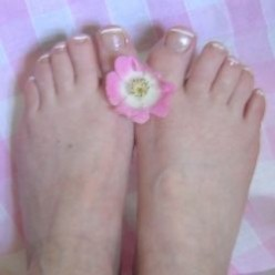 French Pedicure - 10 Steps To Pretty Feet