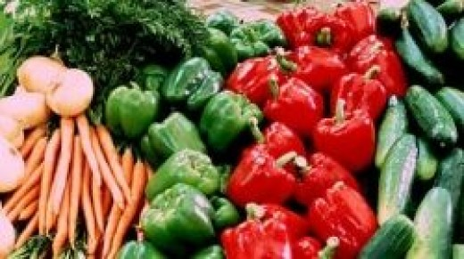 Fresh vegetables in the grocery store - Original photo by Malakwal City - Creative Commons Attribution Share-Alike by