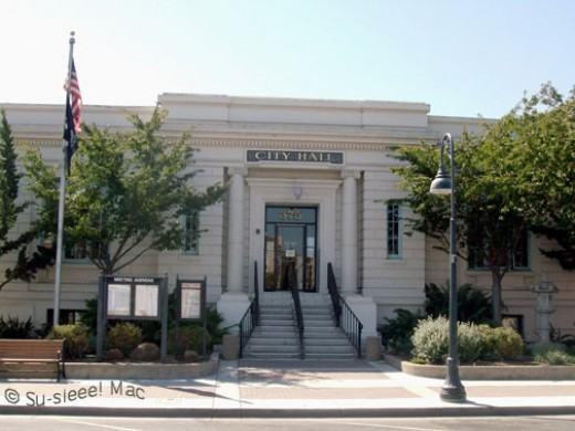 The City Hall was built in 1910. It was originally the home of the San Benito County Free Library.
