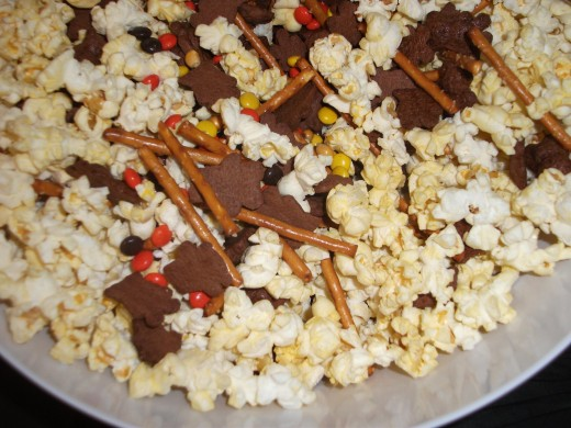 Popcorn Candy Halloween Mix
