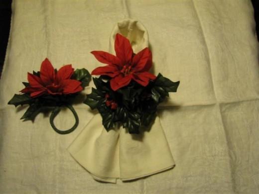 Floral Poinsettia Napkin Rings
