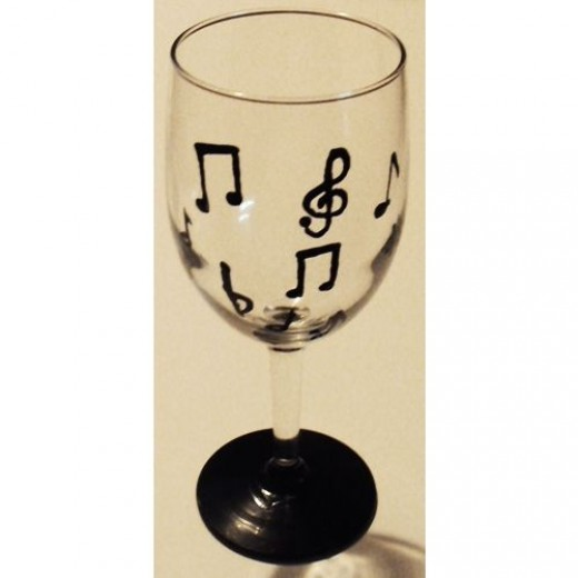 How to paint wine glasses feltmagnet for How to draw on wine glasses