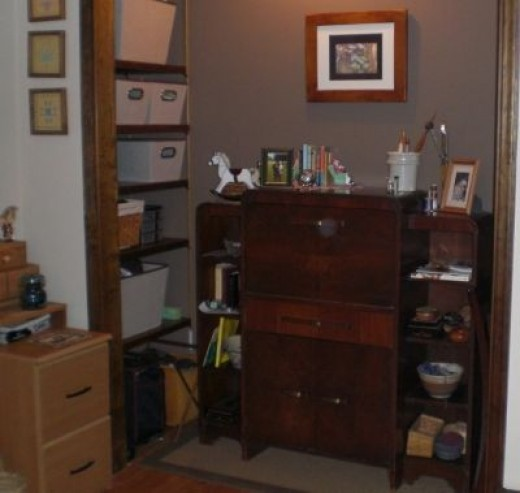 Making room for the weaving loom, the desk went to the closet - no doors.