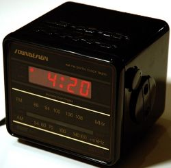Soundesign Cube Clock Radio