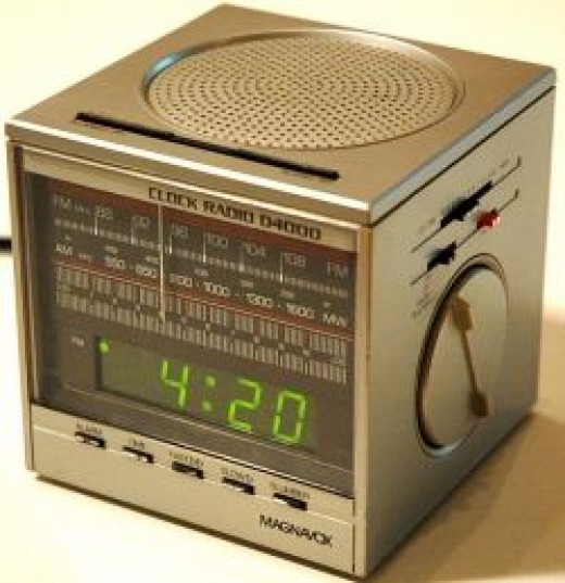 magnavox cube clock radio