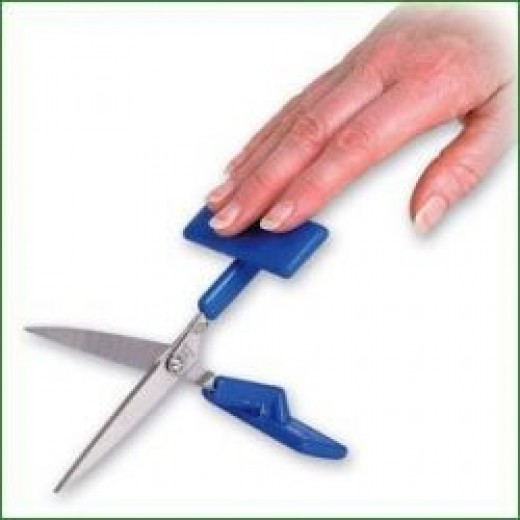 Disability gadgets: One handed scissors