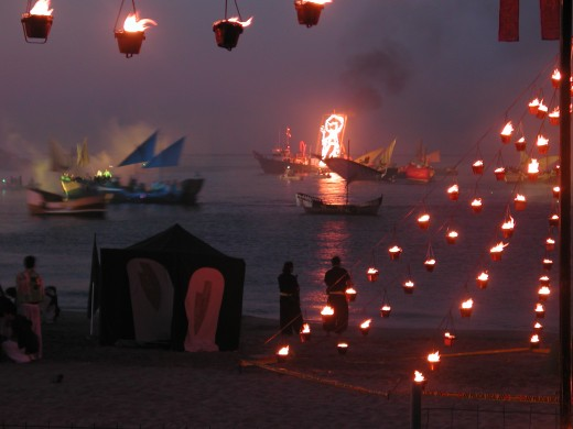 This is part of the Desembarco the figure outlined in fireworks on the boat is Santa Marta
