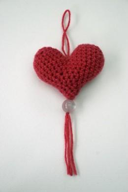 Teresa Kasner: Scandinavian Crochet Heart Ornament