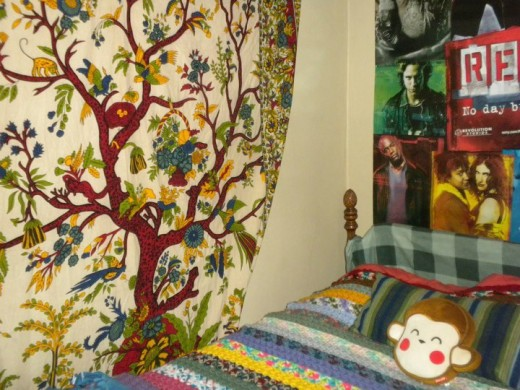 A hippie, bohemian, free-spirit bedroom (College age)