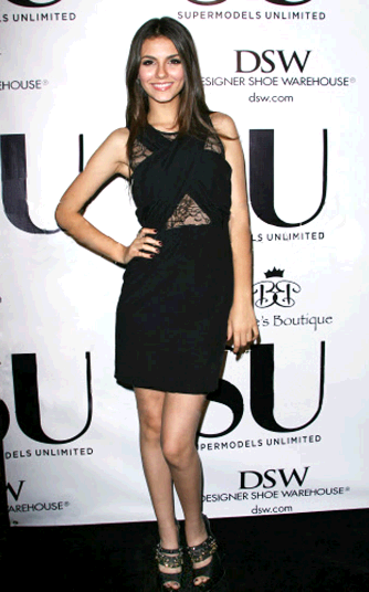 Victoria Justice and Ruthie Davis Sushi Rock & Roll Pumps - Victoria Justice wears the Ruthie Davis Sushi Rock & Roll pumps