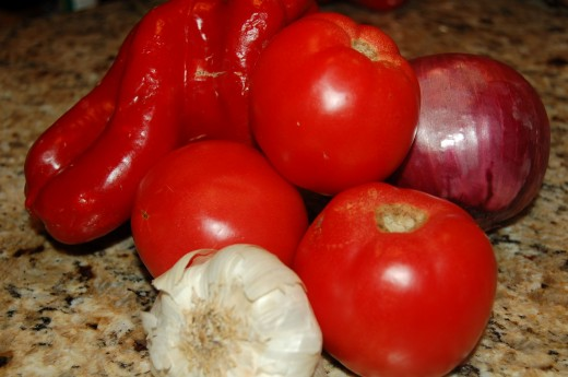 Use the freshest tomatoes, garlic, onions and red bell peppers that you can to make this delicious Garlic Tomato Sauce