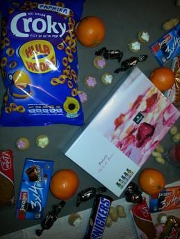 Croky chips, oranges, peanuts, ...